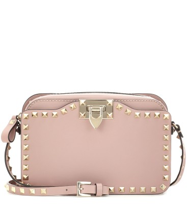 https://www.mytheresa.com/de-de/rockstud-shoulder-bag-734867.html?catref=category#&gid=1&pid=1