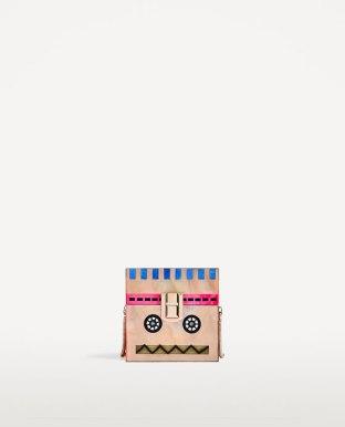 https://www.zara.com/de/de/damen/taschen/alles-anzeigen/roboter-box-c819022p4258046.html