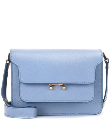 https://www.mytheresa.com/de-de/000268-trunk-mini-leather-shoulder-bag-797434.html?catref=category#&gid=1&pid=1